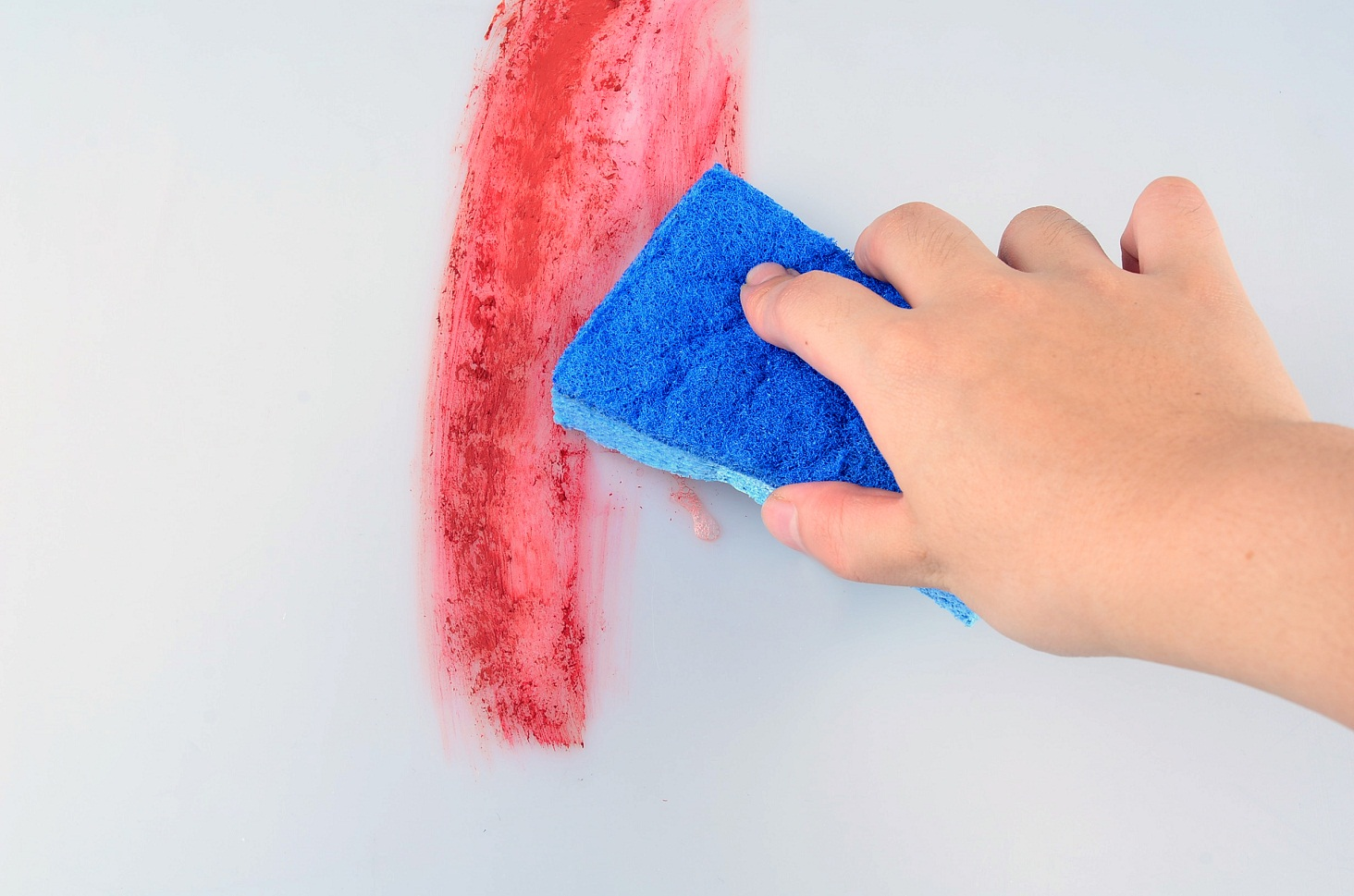 membersihkan-noda-di-dinding1